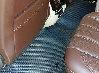 Серые автоковрики с коричневым кантом