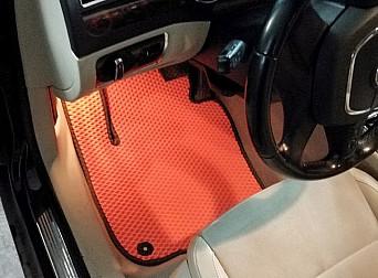 Оранжевый коврик водителя